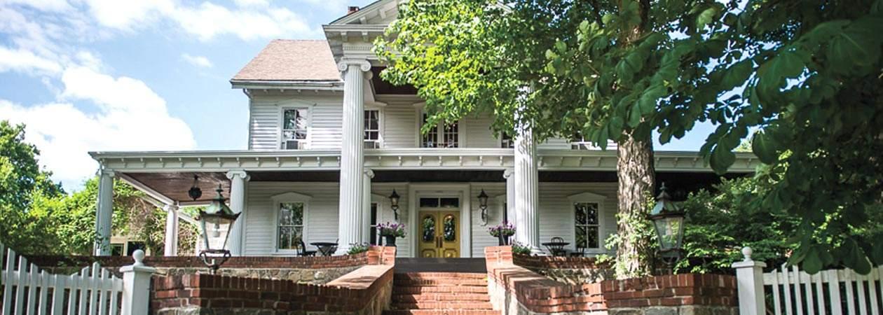 Round Hill House Entrance (Windau Photography)
