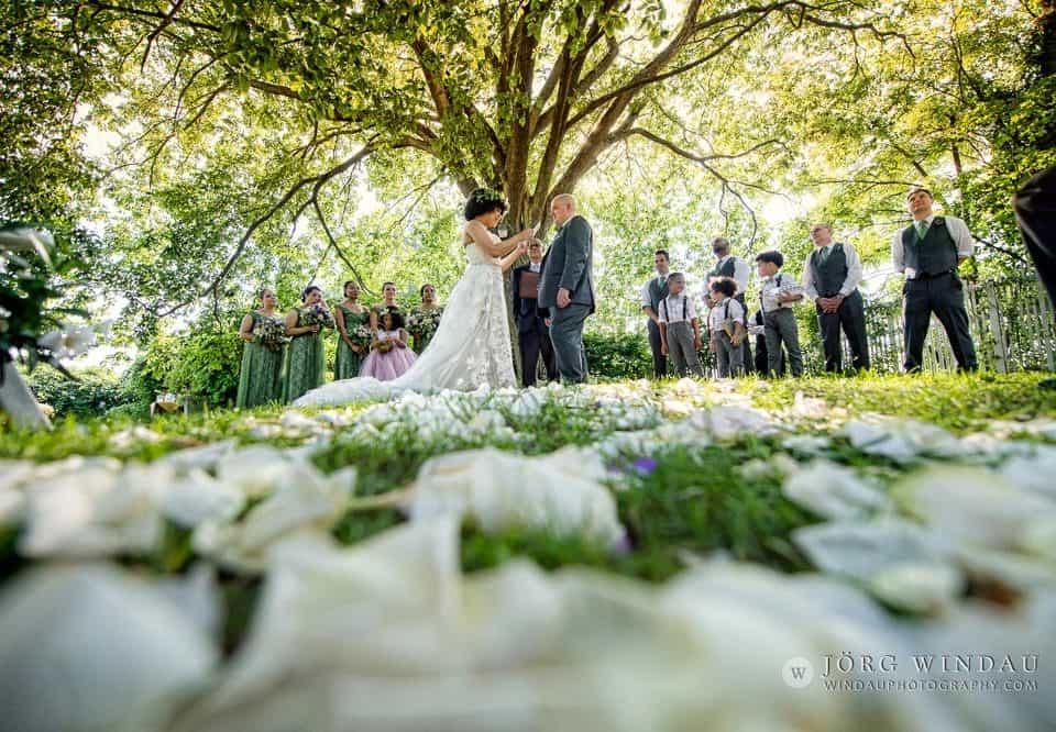 Kilbania Kilbania and Michael's New York Summer Wedding Photos by Windau Photographyand Michael's New York Summer Wedding Photos by Windau Photography